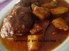 aprendo en la cocina: CARRILLERAS EN SALSA DE VINO TINTO Meat Chickens, Latin Food, Spanish Food, Pork Recipes, Pot Roast, Tapas, Lamb, Yummy Food, Beef