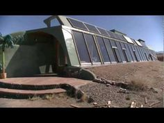 Maison Autonome: Visite de l'intérieur d'un Earthship Moderne