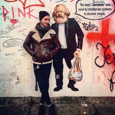 Just me and a guy... #berlin #eastsidewall #karlmarx #comunism #capitalism #schism #monalisadebatom by @amanda.opp