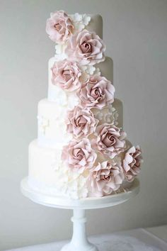Chic wedding cake idea with pink floral details. Cake: Ivory & Rose Cake Company Chic wedding cake idea with pink floral details. Ivory Wedding Cake, Beautiful Wedding Cakes, Gorgeous Cakes, Pretty Cakes, Chic Wedding, Pink Wedding Cakes, Purple Wedding, Gold Wedding, Wedding Cake Roses