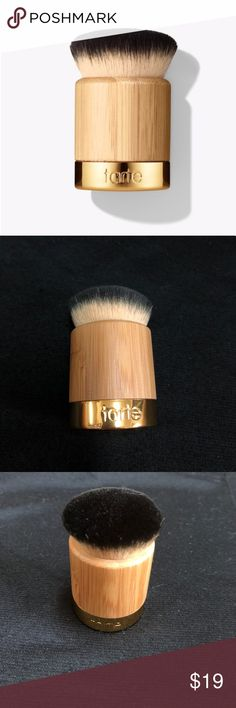 Tarte airbuki brush Tarte Airbuki brush, used twice and didn't like. Practically in new condition. Msg for more pics and info tarte Makeup Brushes & Tools