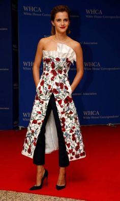 A Casa Branca ganhou ares de Hollywood na noite do últim sábado, com presença em massa de atores e modelos no jantar para correspondentes da sede do governo americano. Emma Watson, por exemplo, foi uma das que compareceram. Ela usa vestido Osman JONATHAN ERNST / REUTERS