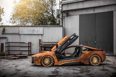Mind blowing oxidizable full wrap on this #BMW i8. Fantastic work by @metrowrapz (Hollywood FL USA) #MakeitStick #PAINTisDEAD