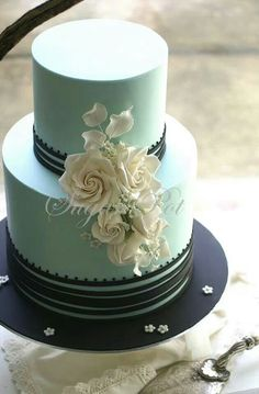 Mint wedding cake with a touch of black and cream