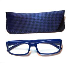 2.75 Reading Glasses Blue Houndstooth With Case