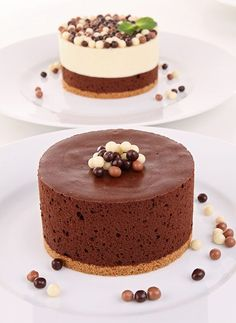 Shared by Where YoUth Rise. Mini Desserts, Chocolate Desserts, Just Desserts, Delicious Desserts, Dessert Recipes, Yummy Food, Chocolate Mouse, Melted Chocolate, Cake Chocolate