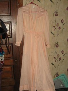 vintage peach with lace lounge wrap robe by Linsvintageboutique, $25.50