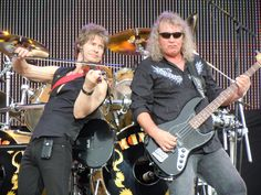 David Ragsdale and Billy Greer of rock band Kansas. Photo from Wikipedia, licensed under the Creative Commons Attribution-ShareAlike License. Kansas The Band, Steve Walsh, Popular Artists, Progressive Rock, Rock N Roll, Rockers, Concerts, Memorial Park, Short Set