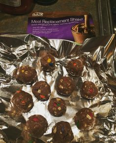 Easy, Healthy Chocolate/PB energy balls!   Calling anyone with a sweet tooth! These little balls of energy are the perfect size to fulfill that craving for sweetness! Plus they're super easy to make! • 1/2 c. All-Natural Peanut Butter • 1 AdvoCare Chocolate Meal  Replacement Shake • 1/2 c. Oats • 2 tbsp. Honey • 1 Palm-full of choc covered sunflower seeds (for color and crunch!) #fueledbyadvocare #sweettooth #healthy #fitnessjourney #cleaneats