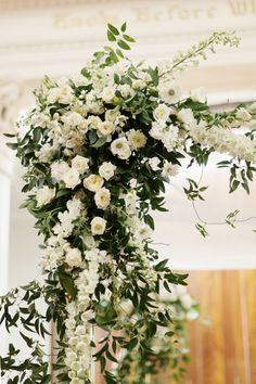 white + green flowers at the ceremony | Elisabeth Millay #wedding