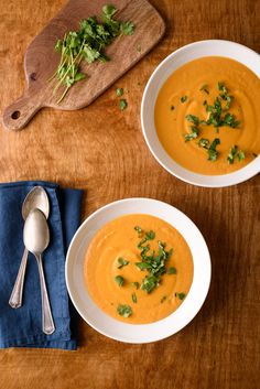 This Thai-inspired vegan curried butternut squash soup is rich and silky, but not heavy. Just 5 ingredients - perfect for weeknights! Vegetarian Recipes Dinner, Soup Recipes, Dinner Recipes, Roasted Carrots, Roasted Sweet Potatoes, Healthy Meal Prep, Healthy Recipes, Delicious Recipes, Curried Butternut Squash Soup