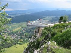 Austria's 10 most spectacular summit platforms: ✓ Alpine panoramas ✓ Green valleys ✓ Beautiful city views ➤ Get ready for your trip Hiking Tours, Hiking Trails, Sky Walk, Carinthia, Green Valley, Stunning View, Plan Your Trip, Holiday Destinations, Nice View