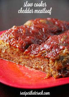 Slow Cooker Cheddar Meatloaf #Crockpot sub BBQ sauce for ketchup and Panko for oats, add peppers and seasoning... Gotta try this!