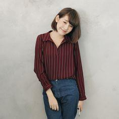 ◆ 半開襟上衣簡單穿搭俐落有型,直條紋設計更添率性時髦  ps. 外搭、配件、包包皆為另外搭配