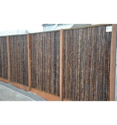 Diy Privacy Screen, Garden Privacy, Garden Fencing, Yard Design, Fence Design, Screened In Porch Furniture, Sitting On The Fence, Bamboo Fence, Natural Garden
