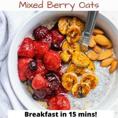Looking for a healthy and quick breakfast recipe? Try this delicious mixed berry oats with bananas! It's ready in under 15 minutes. Easy To Make Breakfast, Healthy Breakfast Options, Delicious Breakfast Recipes, Yummy Food, Quick Recipes, Vegan Recipes, Banana Breakfast, Chocolate Oatmeal, Vegan Smoothies