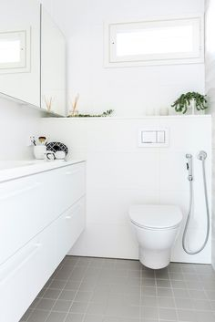 Wc Bathroom, Relaxing Bathroom, Bathroom Toilets, Bathroom Wallpaper, Bathroom Renos, Dream Bathrooms, Beautiful Bathrooms, Bathroom Interior Design, Interior Design Living Room