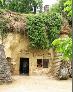 Maison troglodyte maison troglodyte et ferme près de Saumur. Cette habitation souterraine est une partie d'une collection de maisons similaires et granges qui composent un petit village agricole. Le village a été occupé jusqu'en 1900 environ.