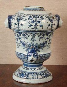 musée faïence rouen | Platea u de table Rouen, vers 1750. Musée de la céramique | Faïence ...