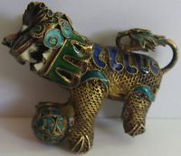 *DETAILED VINTAGE CHINESE GOLD WASH SILVER ENAMEL MOVABLE HEAD FOO DOG PENDANT*