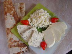 Домашний сыр-два варианта: с зеленью и без