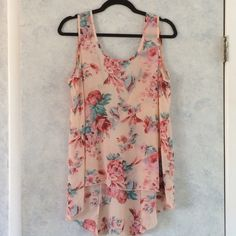 Peach floral hi lo tie back top Gorgeous hi low tank. Great for summer. Wear with denim or white pants. Pretty peach color. Tie back in a knot or bow. Very loose fit. Size large. Forever 21 Tops