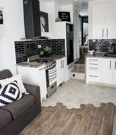 Bus Living, Tiny House Living, Home Design, Cottage Shabby Chic, Rv Homes, Tiny Homes, Camper Kitchen, Vanz, Camper Renovation
