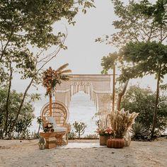 Un escenario asombroso para un momento inolvidable 🍃 @rawshoots @eventosartesanos @artflowercr  #theweddingdesignercr #bodasencostarica #costaricaweddings #weddingplannercostarica #costaricaweddingplanner