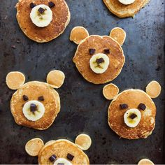 A bear-y adorable breakfast via Tag your most creative food pics with for the chance to be regrammed! Easy Healthy Recipes, Baby Food Recipes, Wine Recipes, Healthy Foods, Cute Food, Good Food, Vegan Magazine, Pancake Art, Kodiak Cakes