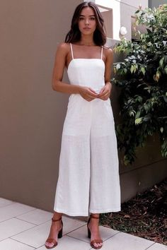 graduation outfit 12 Things You Need In Your Wardrobe. Street Style Outfits, Cool Outfits, Casual Outfits, Pretty Outfits, Mode Ootd, Jumpsuit Outfit, Overalls Outfit, White Jumpsuit, Spring Outfits