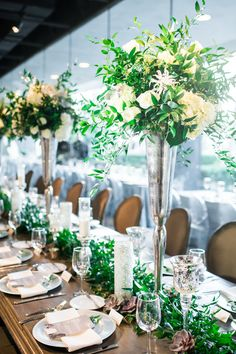 We're in love with this stylish head table from Diana and Brian's wedding at Marie Gabrielle! The perfect elegant wedding floral design inspiration. Dallas Wedding Planning | A Stylish Soiree | Diana and Brian