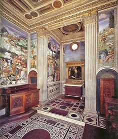 View of 'The Magi Room,' Palazzo Medici-Riccardi, Florence, by Italian Renaissance painter Benozzo Gozzoli A mind-blowing fresco wonder. More art, history of the piece at the post. via Art in Tuscany Renaissance Architecture, Art And Architecture, Italian Renaissance, Renaissance Art, Renaissance Furniture, Palazzo, Voyage Florence, Medici Masters Of Florence, Architecture Religieuse