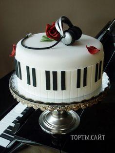Торт «Наушники на пианино»