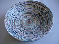 Ihr wollt eine Schale aus Papier basteln? Ich zeige euch eine tolle Anleitung und meine Geschichte zur Magazine Bowl.
