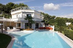 Cannes and Antibes is next to you! - http://www.aiximmo.ch/property/cannes-and-antibes-is-next-to-you/- An attractive south facing modern-style house of 480 m², renovated throughout, set in landscaped grounds of approx. 2.500 m² enjoying a magnificent sea viewEntrance -living room with fireplace and dining area facing the sea and the terrace with swimming pool - 5 bedrooms with bathroomA large roof-terrace for holidays and