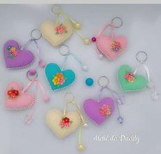 Keychains of felt hearts molds - Arthur Marlow Felt Crafts Patterns, Felt Crafts Diy, Felt Diy, Sewing Crafts, Sewing Projects, Ag Hair Products, Handmade Baby Gifts, Diy Keychain, Keychains