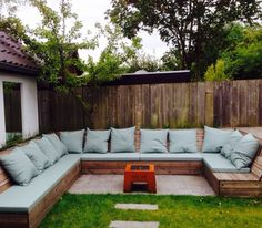 Lounge-set. Kussens en zitting made by Atelier072