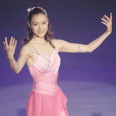 Figure Skating Costumes, Figure Skating Dresses, Shizuka Arakawa, Skate Wear, Prom Dresses, Formal Dresses, Ice Skating, Dance Wear, Athletes