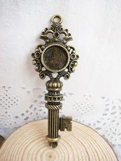 2 pcs 29x87mm-14mm Antique Bronze Huge Crown Key by LingyunDIY