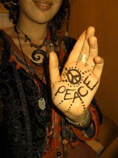 Awesome hippie style henna via hippies europe #peace