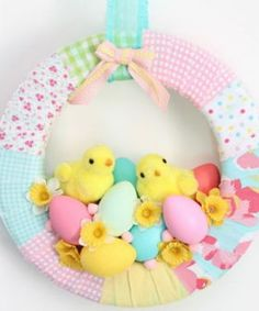 Best Ideas DIY and Crafts Inspiration : Illustration Description A cute Easter Chick Spring Wreath DIY decorated with Fabric, chicks, eggs, and daffodils. Spring Wreath sure to instantly bring East… Diy Craft Projects, Diy And Crafts, Crochet Projects, Easter Garland, Easter Wreaths, Diy Spring Wreath, Diy Wreath, Wreath Ideas, Cute Easter Bunny