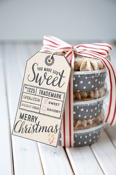 holiday food gift wrapping idea and free printable for tag