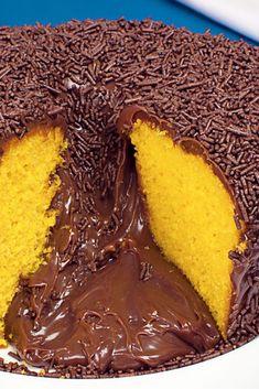 Bolo de Cenoura com Cobertura de Brigadeiro Easy Smoothie Recipes, Easy Smoothies, Good Healthy Recipes, Snack Recipes, Dessert Recipes, Snacks, Pumpkin Spice Cupcakes, Coconut Recipes, Fall Desserts
