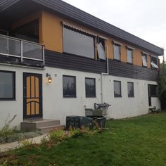 Det hadde kanskje vært enklere å bygge et hus helt fra bunnen av, men Eva Sagemo angrer ikke på at de valgte å modernisere det slitne huset fra 1967. I hvert fall ikke nå som huset er så godt som ferdig.  – Å henge opp klærne i skapet etter å ha levd oppi esker …