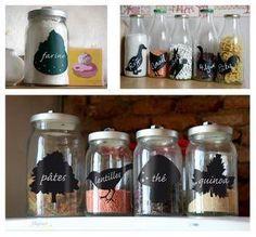 Descubre cómo algo tan simple puede tener un gran papel en la decoración. Kitchen Jar Labels, Beautiful Kitchens, Glass Bottles, Quinoa, Mason Jars, Goodies, Sweet Home, Diy, House Design