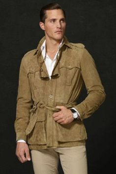 A safarijacket over a white long-sleeved shirt. Model: Ollie Edwards.