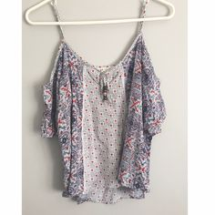 Patterned Cold Shoulder Top This top is super cute and it great condition! It's only flaw is some fraying on the straps( which are adjustable!!). The tag says it's an XL but I'd say it's more like a Small! Feel free to ask any questions:) Jolt Tops Tees - Short Sleeve