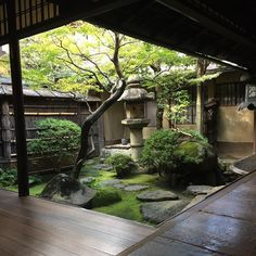 Special invitation to see the inside of a Taiyu house. Special invitation to see the inside of a Taiyu house. Small Japanese Garden, Japanese Style House, Japanese Garden Design, Japanese Gardens, Japanese Garden Backyard, Japanese Homes, Traditional Japanese House, Sunken Garden, Zen Garden Design
