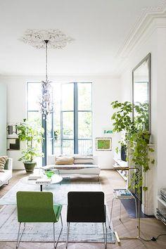 Salon d'une maison victorienne à la décoration design