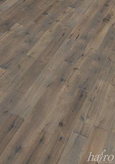 Carbonisiert   Bandsägespuren   gebrauchsfertig oxidativ Natur geölt LÄNGE: 1900 mm BREITE: 190 mm STÄRKE: 15 mm SYSTEM: Dropdown Clic mit Fase AUFBAU: 3-Schicht Landhausdiele  #hafroedleholzböden #parkett #böden #gutsboden #landhausdiele #bödenindividuellwiesie #vinyl #teakwall #treppen #holz #nachhaltigkeit #inspiration Hardwood Floors, Flooring, Vinyl, Inspiration, Wood Floor, Contemporary Design, Dekoration, Stairways, Sustainability